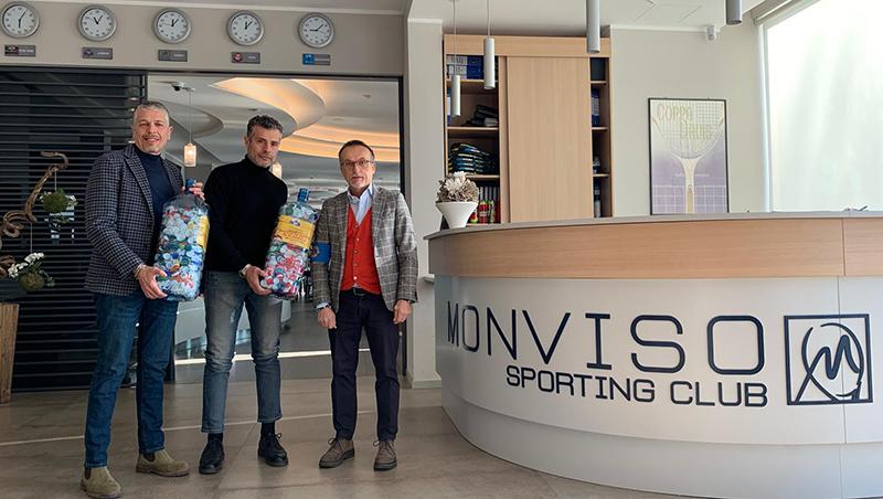 La consegna dei tappi raccolti al Monviso Sporting Club